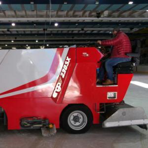 Al palaghiaccio di Aosta operativa nuova macchina rasaghiaccio